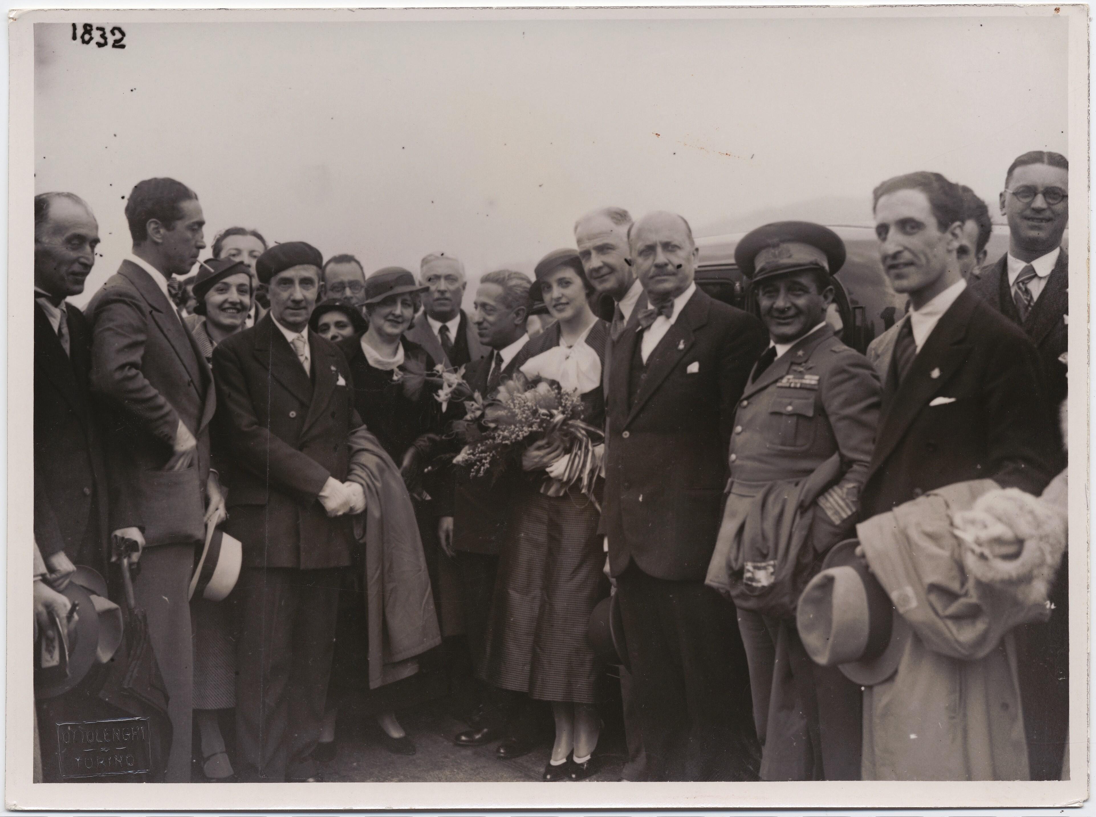 1934. Турин. Филиппо Томмазо Маринетти на Туринской книжной ярмарке.
