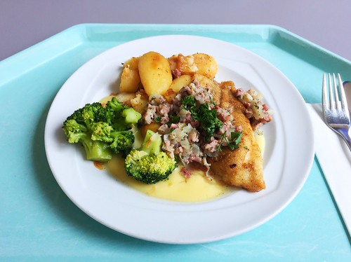 "Baked plaice with sauce bernaise, broccoli & fried potatoes / Gebratene Scholle ""Finkenwerder Art"" mit Sauce Bernaise, Broccoli und Bratkartoffel"