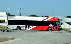 376 17 IH 35 Express