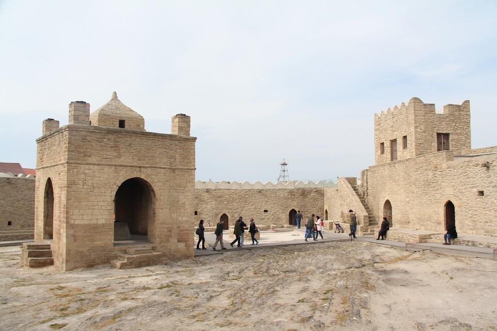 Огненный Азербайджан - храм Атешгах и вечный Янардаг