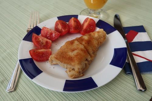 Vom Vortag verbliebenes Schnitzelchen mit Tomate