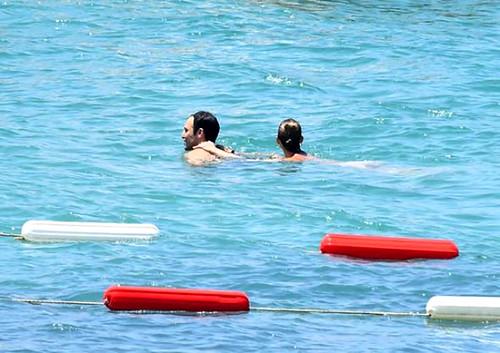 Tuba Ünsal, yeni aşkıyla samimi tatil pozları verdi