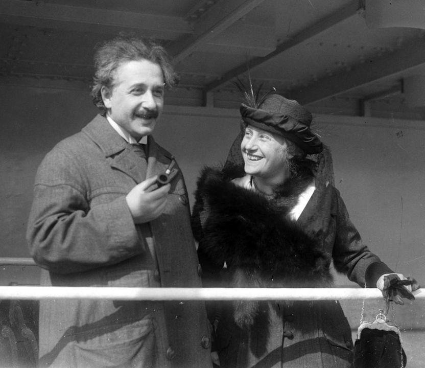 愛因斯坦與第二任妻子愛爾莎,1919年結婚。(Wikipedia Commons)
