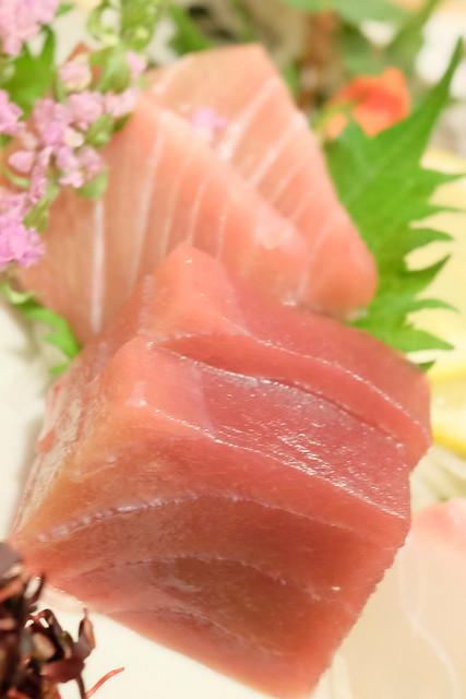 鮪の赤身と中トロ 本日の鮮魚 五点盛り合わせ