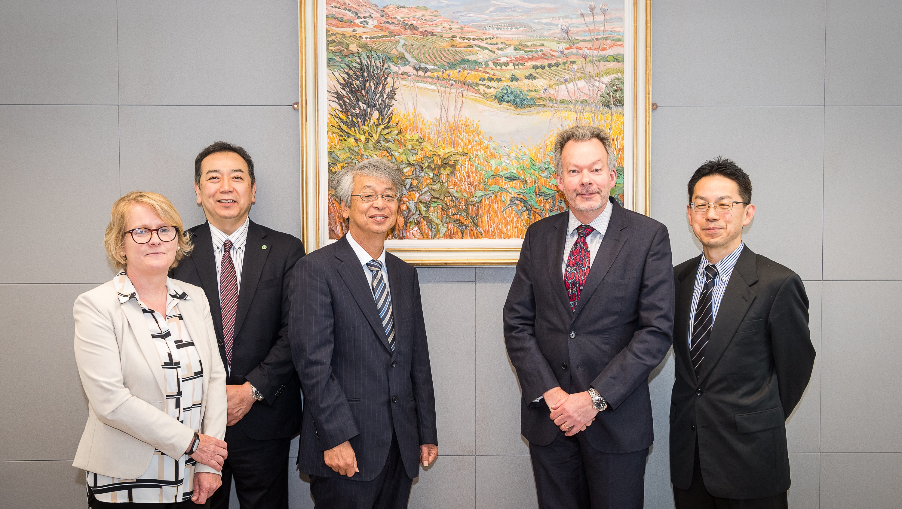 Photo showing delegates from Yamaguchi University being welcomed by colleagues