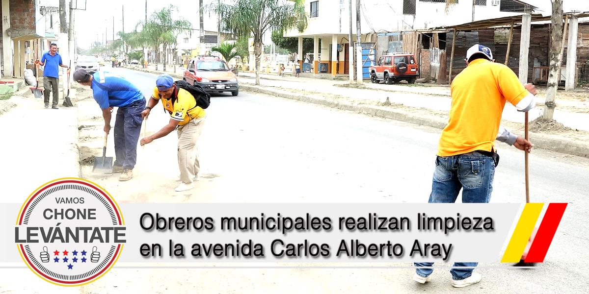 Obreros municipales realizan limpieza en la avenida Carlos Alberto Aray