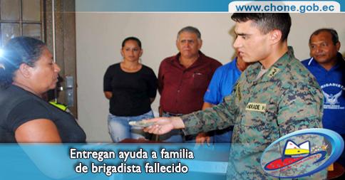 Entregan ayuda a familia de brigadista fallecido