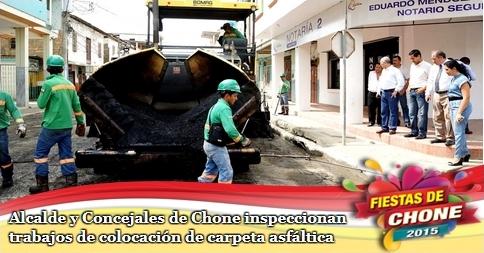 Alcalde y Concejales de Chone inspeccionan trabajos de colocación de carpeta asfáltica