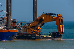 Goliath From Rotterdam Digging out the New Cruise Liner Terminl @ Aberdeen Scotland
