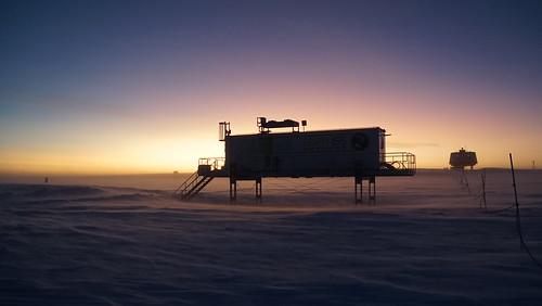EDEN-ISS Gewächshaus mit Sonnenuntergang zu Beginn der Polarnacht