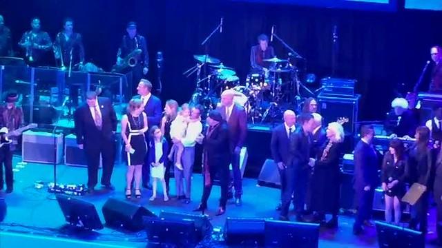 Bruce Springsteen surprises at NJ Hall of Fame show