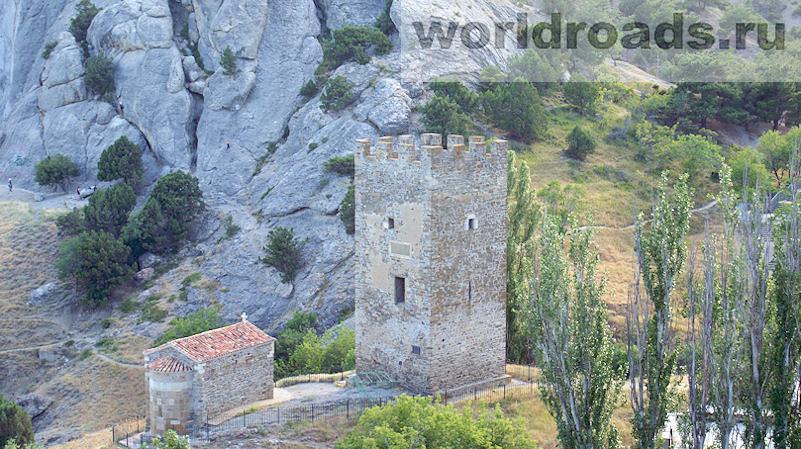 Церковь Двенадцати апостолов и башня Астагвера