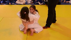 Powerful guard! The opponent feels difficulty to pass it