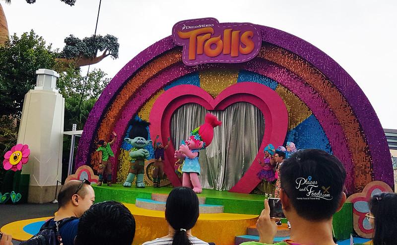 universal studios singapore trollstopia experience