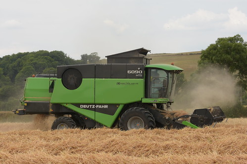 Deutz Fahr 6090 HTS Balance Combine Harvester cutting Winter Barley