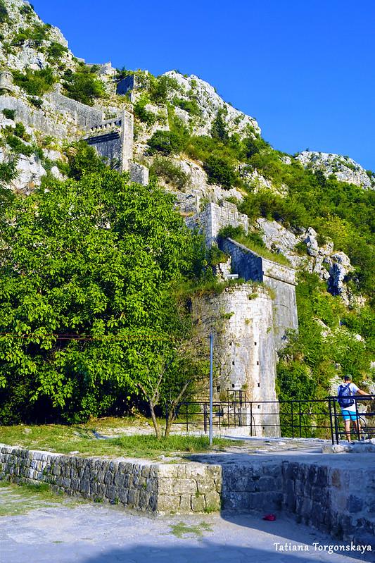 Вид на верхнюю часть фортификационной системы с бастиона Гурдич