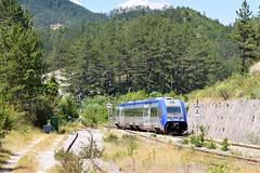 Un X-TER arrive à Beaurières