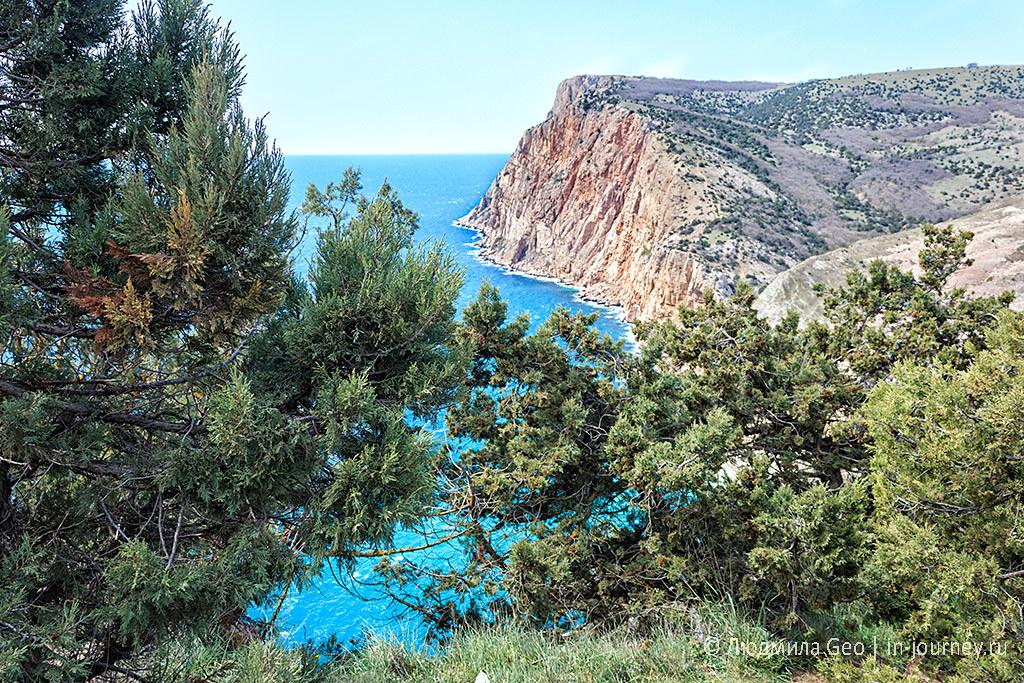 вид на море со скалы Мотыль