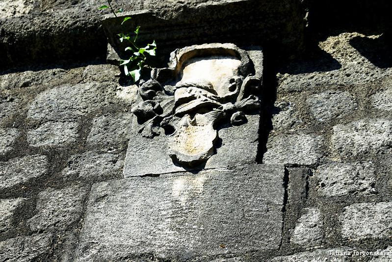 Герб на бастионе Корнер
