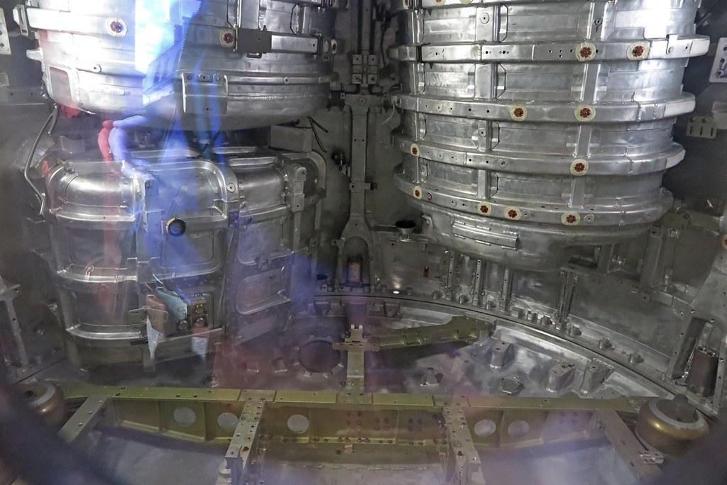 2018_05_08  16.41.37  Спускаемый аппарат возле Музея Космонавтики