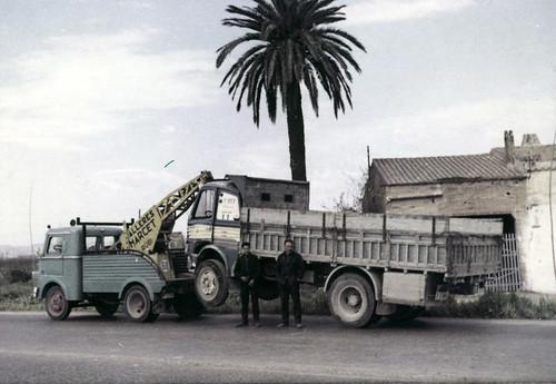 camió grua Talleres Marcet arrossegant un Pegaso Z-207