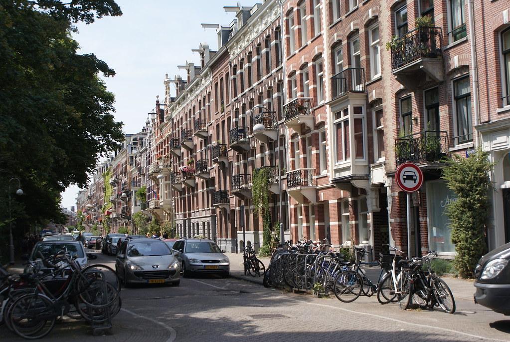Beaux immeubles bordant le Sapharti park à Amsterdam