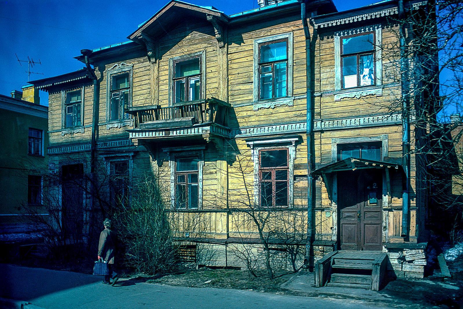 Пушкин. Деревянный дом на Леонтьевской улице
