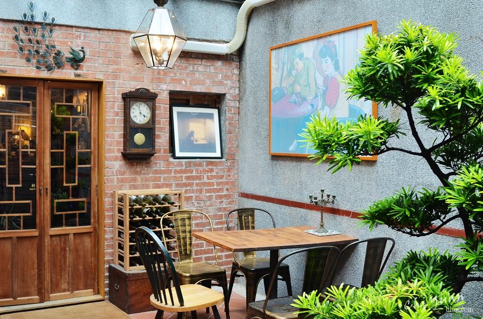 [台北]大同區迪化街Modern Mode Café。懷舊時光古董老屋,露天庭院座位