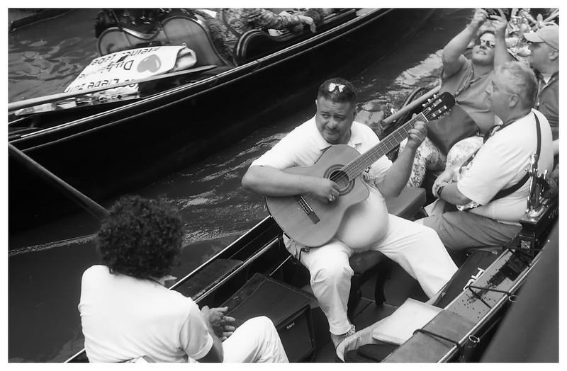 Gondola musician