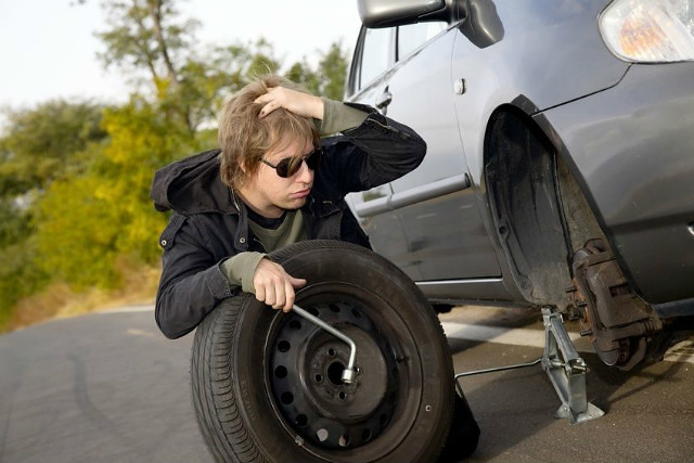 How to Change a Tire Safely & Quickly
