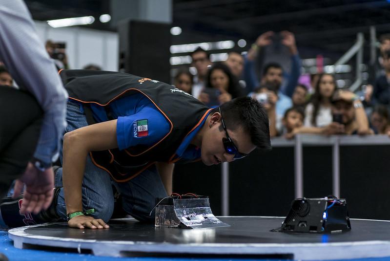 Sumo RC/ Humanoide/ Pruebas AutoModel Car/ Torneo Robo?tica