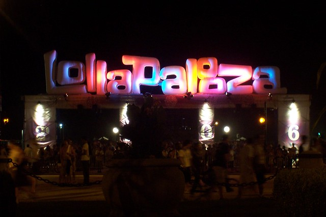 Lollapalooza Sign by flickr user tammylo