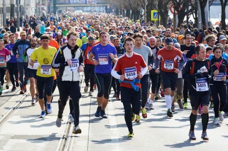 Pražský půlmaraton již jen přes nadace, maraton rovněž téměř vyprodán
