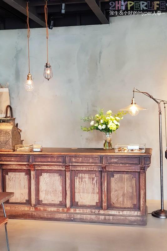 KiiTO KiiTO cafe│集合服飾店與咖啡廳的古董時尚風格小店,闆娘可是大有來頭呦~ @強生與小吠的Hyper人蔘~