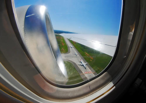 aircraft airplane airliner window seat view boeing 717 b717 engine wing taxiway planes charlotte airport clt 8mm samyang fisheye lens