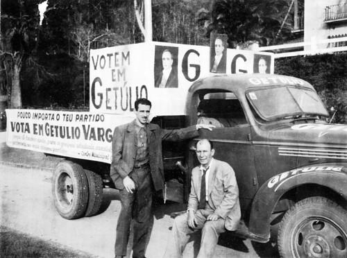 Carro de som da campanha de Getúlio Vargas