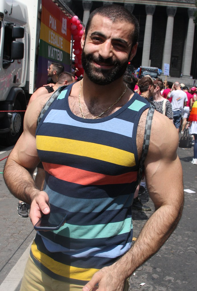 HELLA HOT MUSCLE HUNK ! PARIS PRIDE 2018 ! ( safe photo )