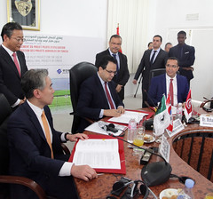 Signature du memorandum - Jae Min-Park + Mohamed el Azizi + Zied Laadheri