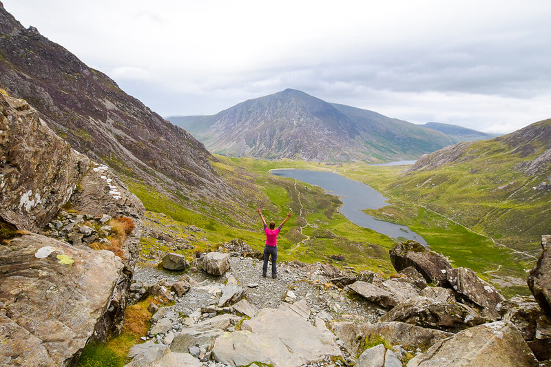 Best hikes in Snowdonia - views of Llyn Idwal up Devils Kitchen