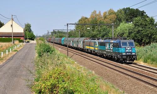 Lineas 186 293-7 met 2149 en coilstrein op sleep richting Genk-Goederen