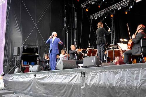 Loa Falkman sjöng med SON