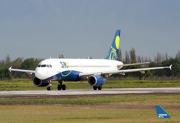 SKY Airline A320 CC-ABV line up (RD)