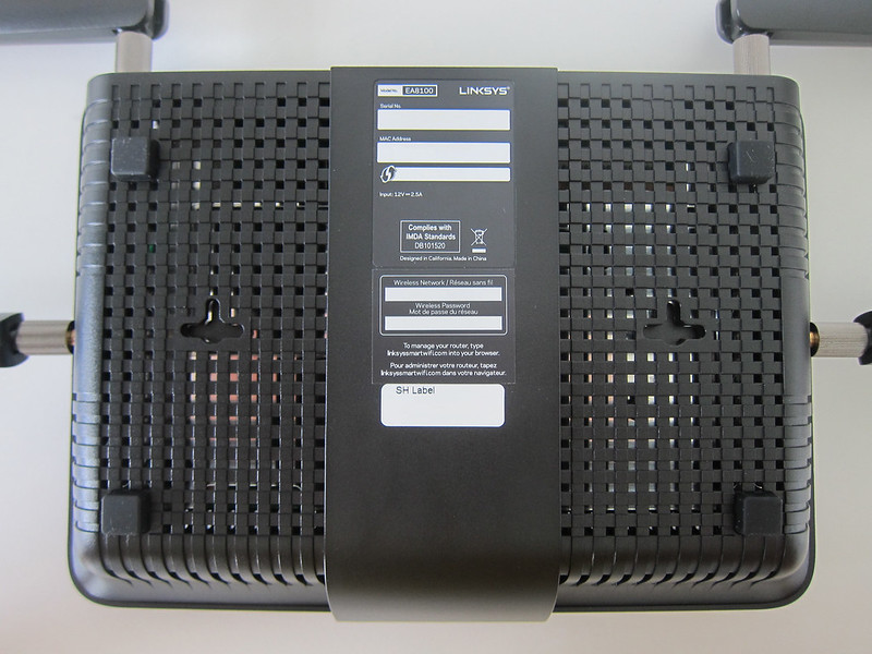 Linksys EA8100 - Bottom