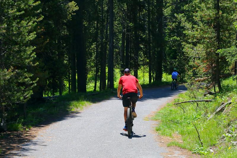 IMG_7043 Bikers on Lone Star Geyser Trail