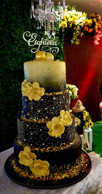 Cake by Hazel Rada of Creezecakes