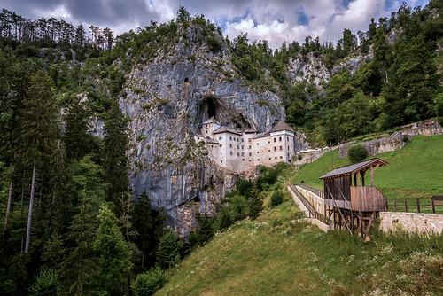 predjama slovenië castle landscape grass tree wood sky mountain forest cave predjamaburcht detail nature nikond750 tokina1628mmf28 people cloud historic building