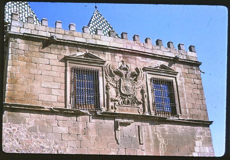 Puerta de Bisagra de Toledo en abril de 1963. Película Kodachrome. Donación de la familia Burgos.