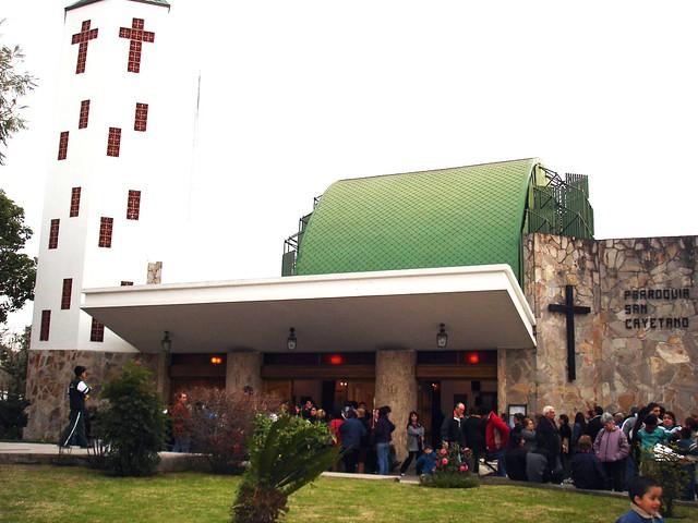 Visita pastoral del obispo a San Cayetano (Burzaco)