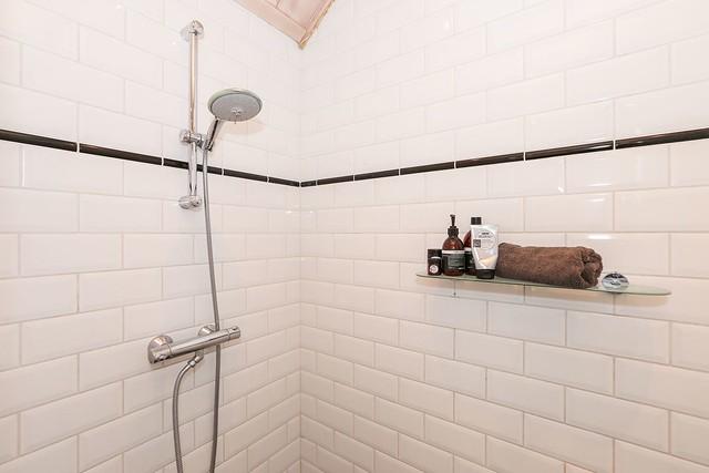 Badkamer witte tegels