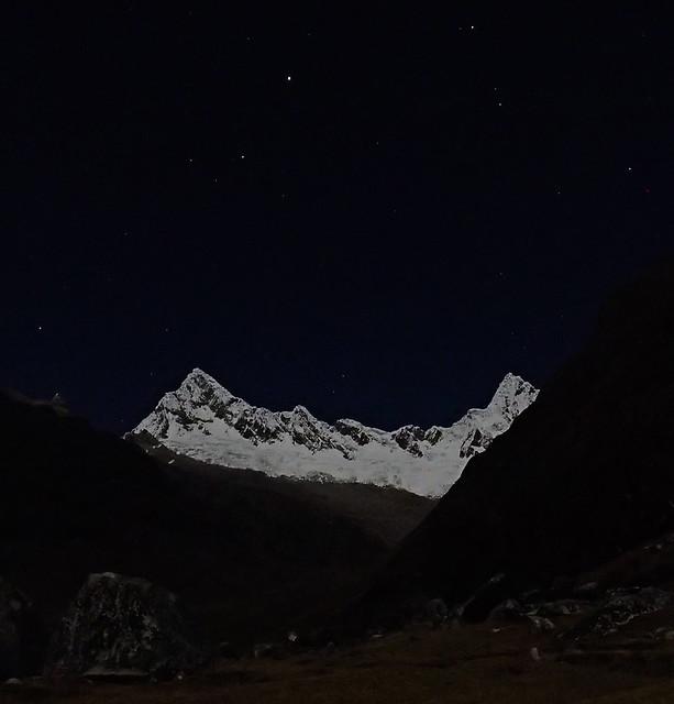 Wed, 2018-07-25 21:33 - Quitaraju and Alpamayo at night